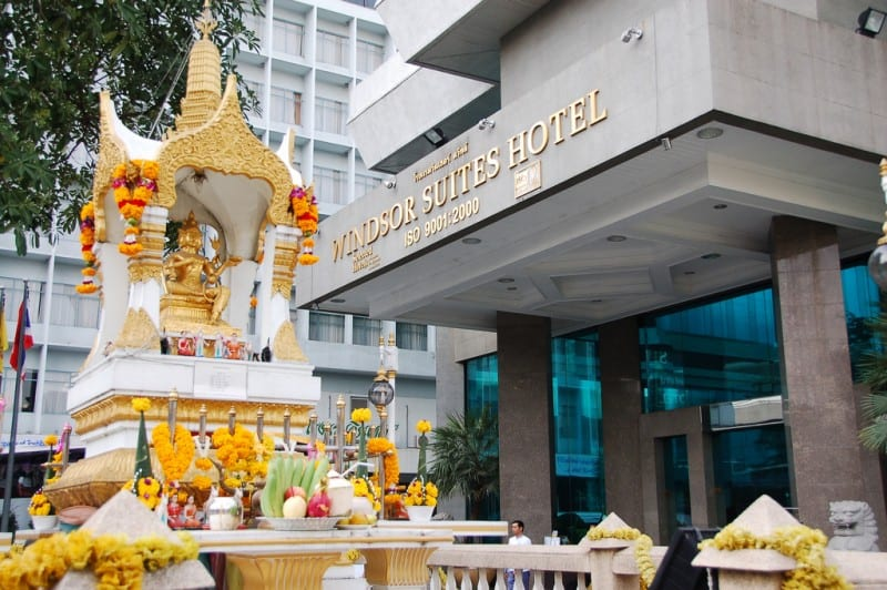 outside view of windsor suites hotel sukhumvit